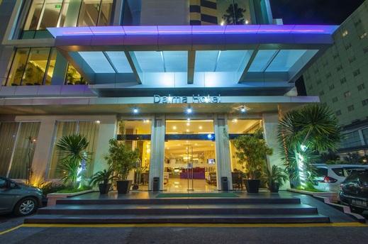 Daima Hotel  Padang - teras lobby