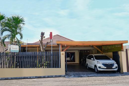 OYO 1625 Pandanaran Guest House Semarang - Facade
