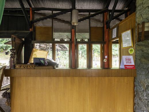 OYO 2640 Rumah Kayu Cottage Syariah Bandung - Reception