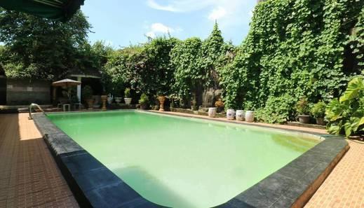 Srimanganti Guesthouse Jakarta - Pool