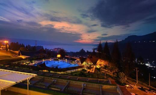Hotel Niagara Parapat Danau Toba - Pemandangan