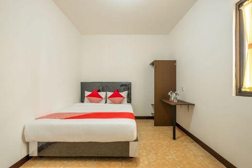 OYO 1460 Anyelir Residence Cirebon - Bedroom
