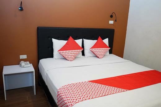 OYO 633 Ren'z Hotel Pangkalpinang - Bedroom