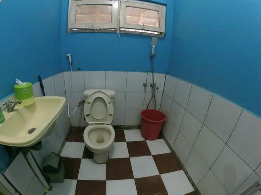 Olivia Homestay Banyuwangi - Bathroom