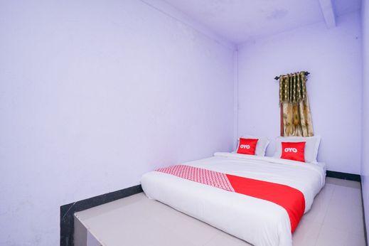 OYO 1834 Family Homestay Probolinggo - Bedroom