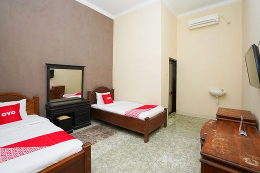 OYO 2715 Hotel Madinah Syariah Madura - Standard Twin Room