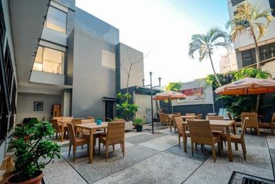 Airy Sukapura DR Wahidin 52 Cirebon - Cafe
