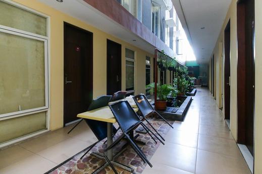 Airy Mataram Airlangga Lombok - Terrace