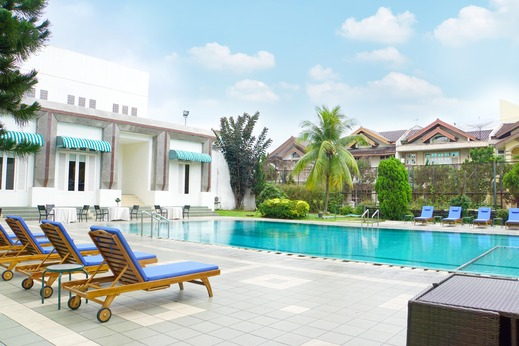 Emerald Garden Hotel Medan - Swimming Pool