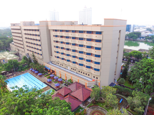 Sunlake Hotel Jakarta - Front building view