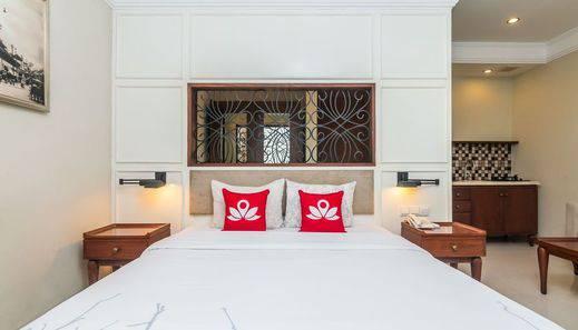 ZEN Premium Dewi Saraswati Seminyak - Tampak tempat tidur double