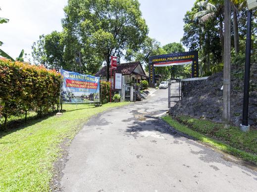 OYO 883 Pavo Resort Bogor - Property Entrance