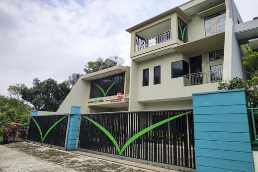 OYO 90037 Rumah Verde Bogor - Facade