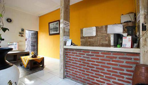 RedDoorz Plus @ Jalan Damai 2 Yogyakarta - Reception