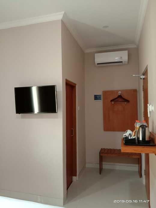 Mr J Suites Tegal - Guest room