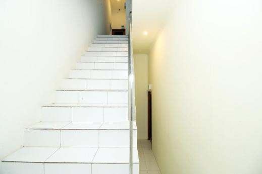 Airy Panakukkang Hertasning B10 Makassar Makassar - Stairs