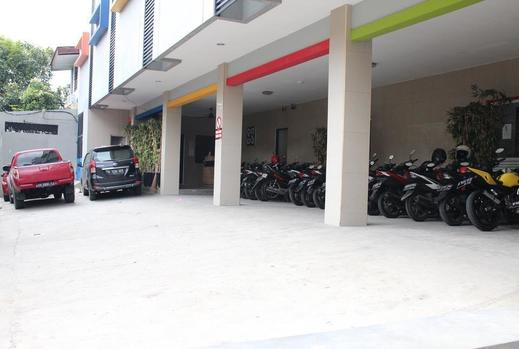 Ghurfati Hotel Jakarta - Halaman parkir