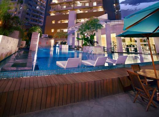 eL Royale Hotel Jakarta - Indoor/Outdoor Pool