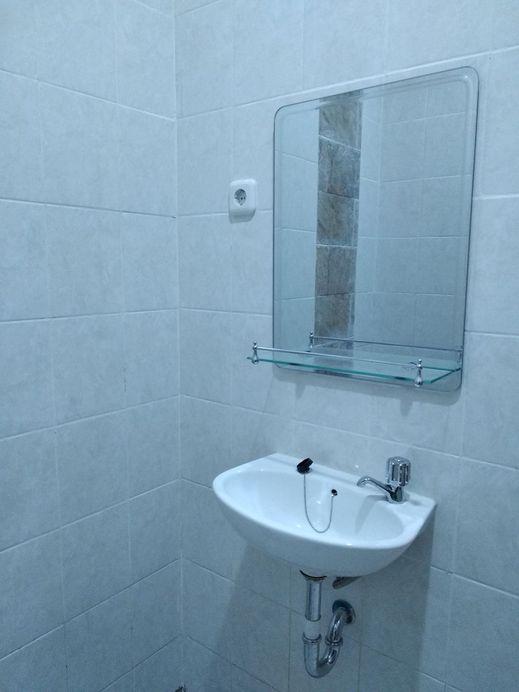 Dominic Inn By Conary Semarang - Bathroom