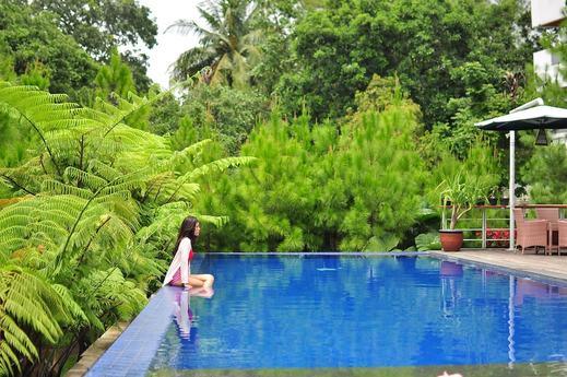 House Sangkuriang Bandung - Pool