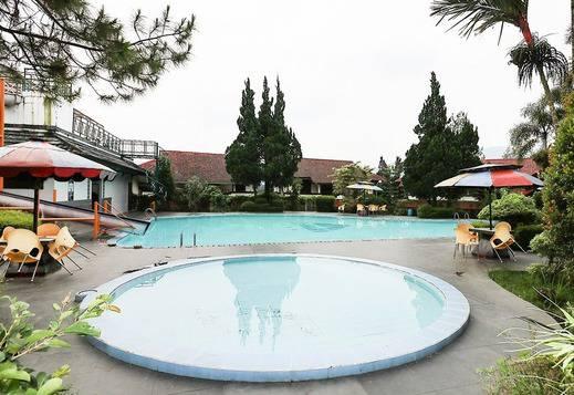 NIDA Rooms Cisarua KM 22 Bogor - Kolam Renang