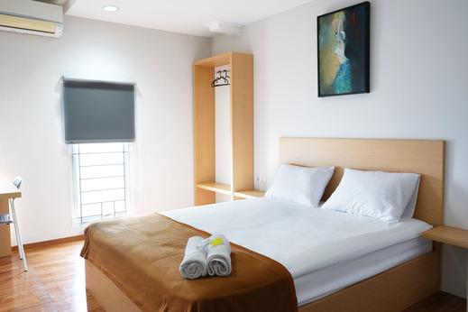 UROOMS Senayan Jakarta - Bedroom