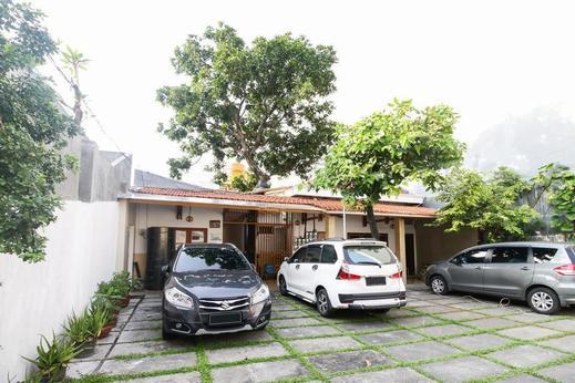 Airy Eco Syariah Darmo Kanwa 4 Surabaya - Hotel Front