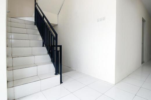 Airy Eco Syariah Kampung Bali Satu 60 Jakarta Jakarta - Stairs