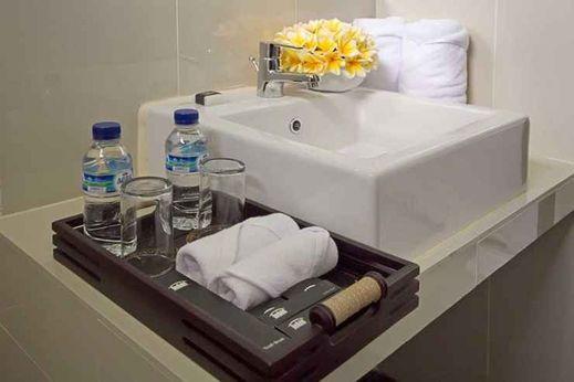 Parkside DenBukit Residence & Suite Jimbaran Bali - Bathroom