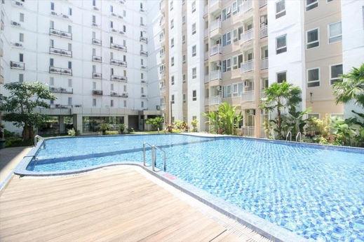 Golom 11 at Malioboro City Apartment Yogyakarta - Pool