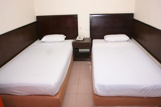 Plaza Hotel Mangga Dua - Standard Dua Bed