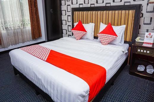 OYO 403 Flaminggo Halal Padang Panjang - STANDARAD DOUBLE BEDROOM