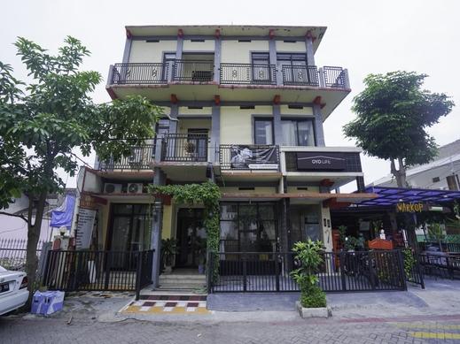 OYO Life 2215  Al' Yuafa Surabaya - FACADE