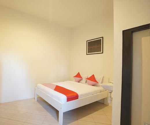 OYO 967 Cajoma Guesthouse Manggarai Barat - Bedroom