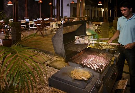 Blue Fish Hotel Pandeglang - BBQ