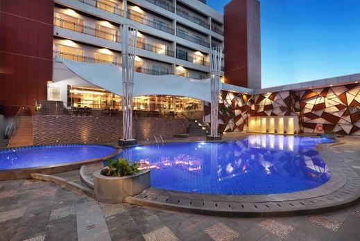 Harper Perintis Makassar by ASTON Makassar - Outdoor Pool