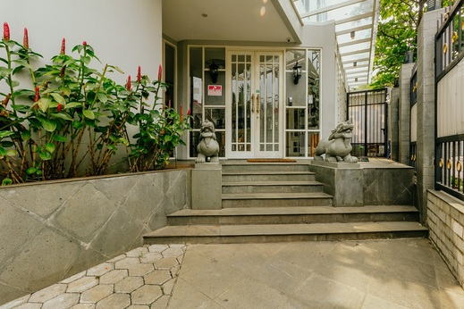 Urbanest Inn House TB Simatupang - Entrance