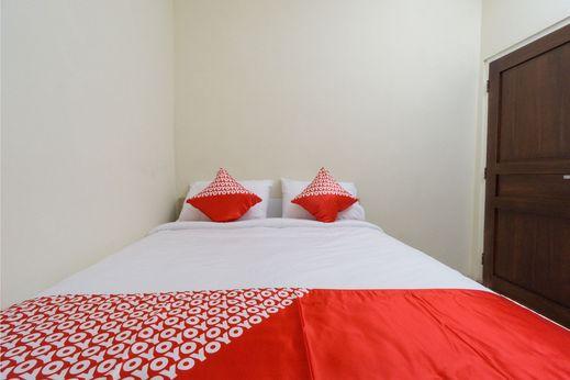 OYO 1542 Juan Palace Yogyakarta - Bedroom