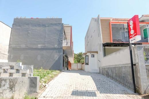 OYO 2798 Semeru Residence Syariah Jember - Facade