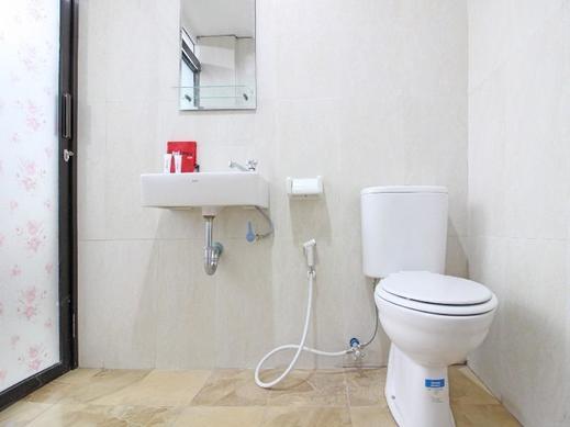 RedDoorz @ Jalan Ringroad Selatan Yogyakarta - Bathroom
