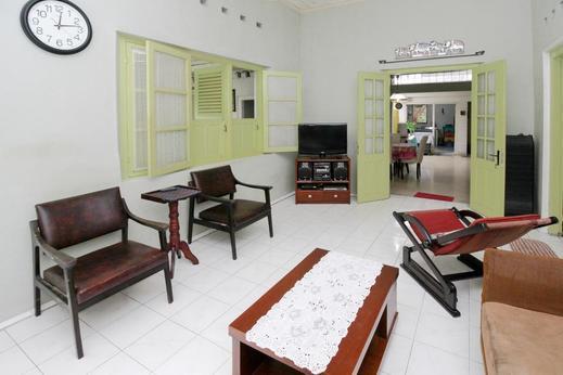 Airy Eco Malioboro Pathuk Ngadiwinatan Yogyakarta - Living Room