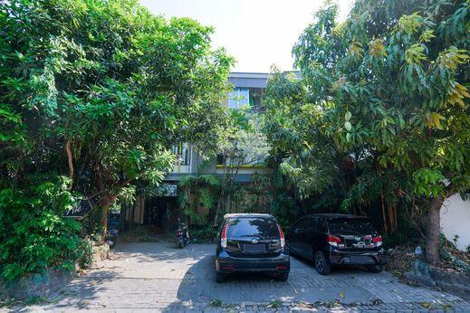 OYO 1856 Ale Homestay Surabaya - Facade