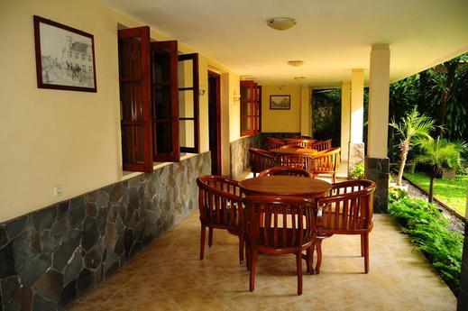 Teras Solo Guest House Syariah Solo - Terrace