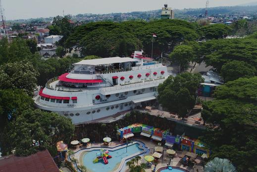 Kapal Garden Hotel by UMM Malang - view