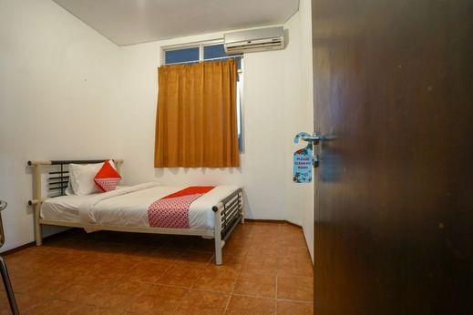 OYO 1844 Bravo Residence Pangkalpinang - Bedroom S/S