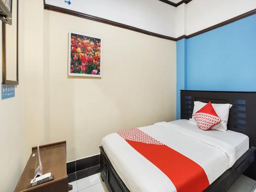 OYO 3892 Athaya Guesthouse Syariah Jogja - Bedroom