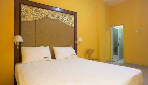 RedDoorz Near Pramuka Jakarta - RedDoorz Room