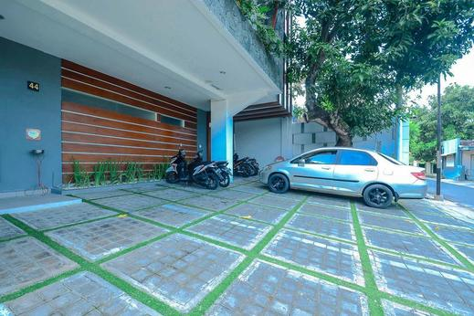 Airy Sumber Pajajaran Utara Satu 44 Solo - Parking Lot