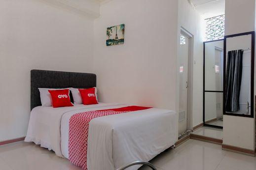OYO 1342 Villa Tiara Magetan - Bedroom