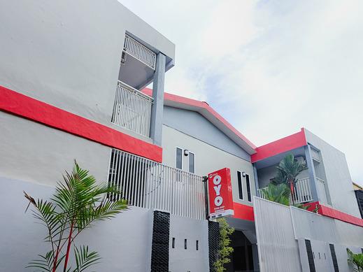 OYO 2595 Hotel Jinan Makassar Makassar - HFace